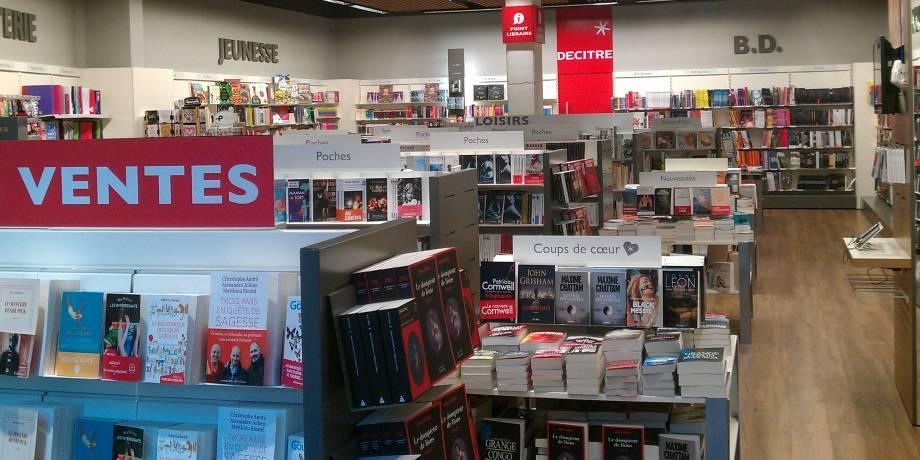 Rayons de la librairie d'Annemasse