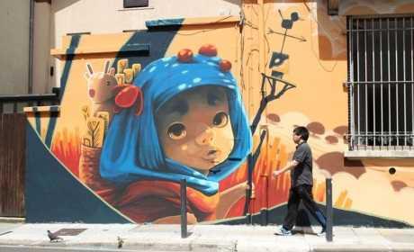 Street Art Festival : enfant sur un mur